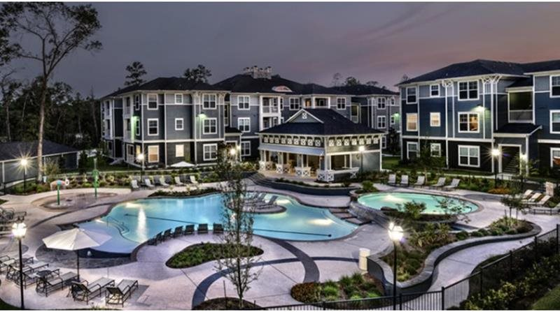 Pool at Retreat at the Woodlands Apartments