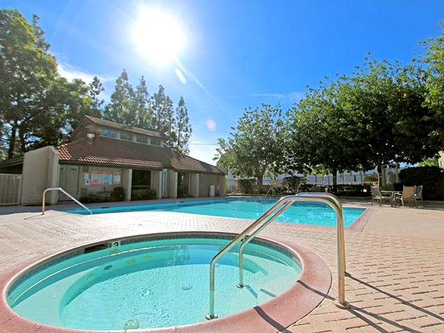 Monte vista apartments in lake view terrace greystar for 11777 foothill blvd lakeview terrace ca 91342