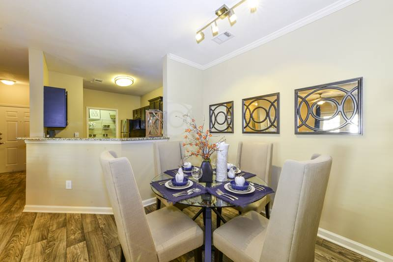 dining room at Duck Pond at Johns Creek Apartments