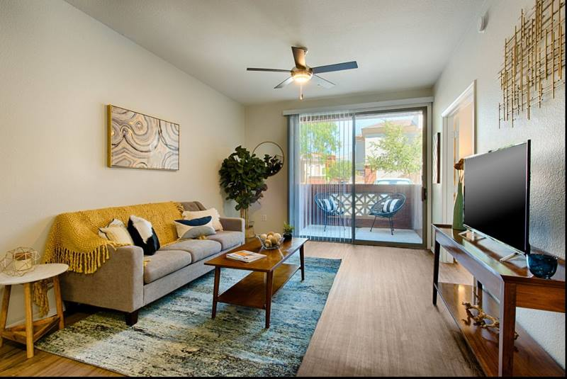 living room at Clarendon Park Apartments