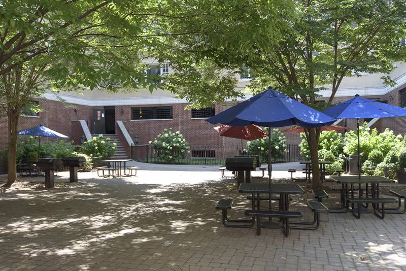 Courtyard at Jefferson Apartments
