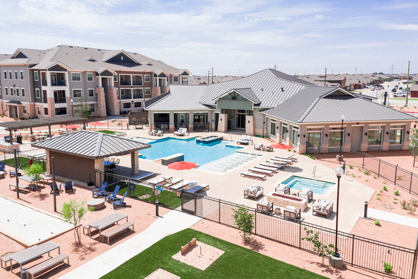 pool at The Woodford on Mockingbird apartments