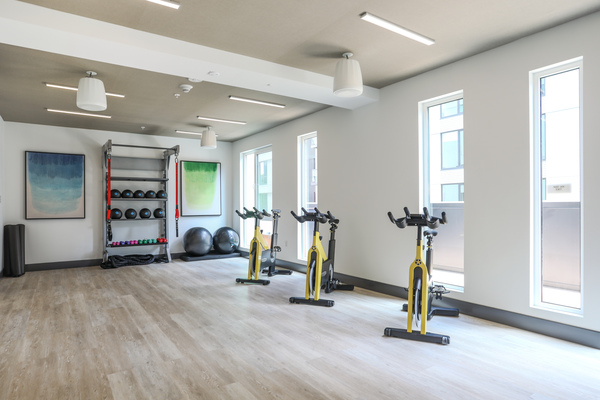 fitness center at MacArthur Commons Apartments