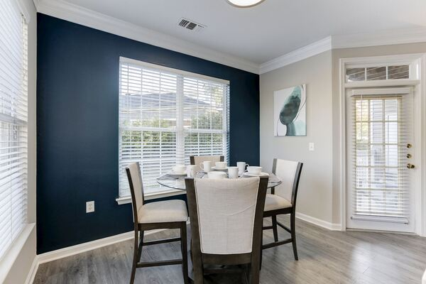 dining area at Adara Herndon Apartments