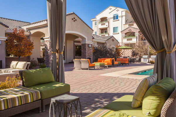 courtyard at SkyStone Apartments