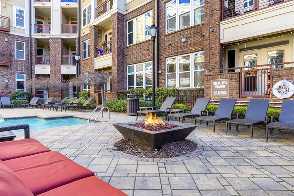 fire pit at Metro 808 Apartments