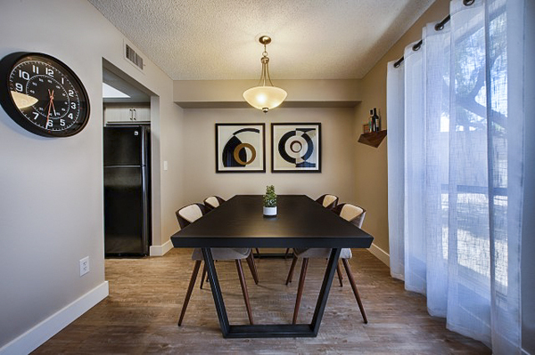 dining room at Avana at the Pointe Apartments