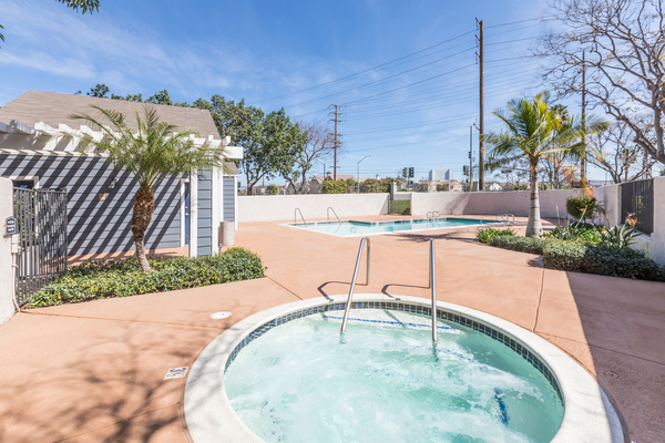 jacuzzi at Avana Springs Apartments