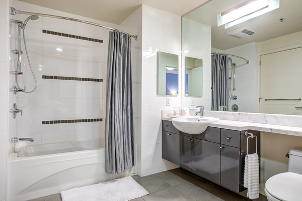bathroom at Argenta Apartments