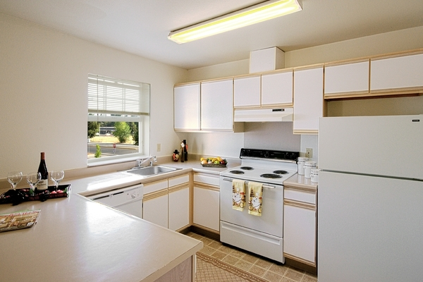 kitchen at Cascade Woods Apartments