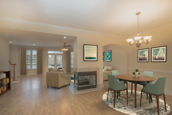 dining area at Rock Creek at Ballantyne Commons Apartments