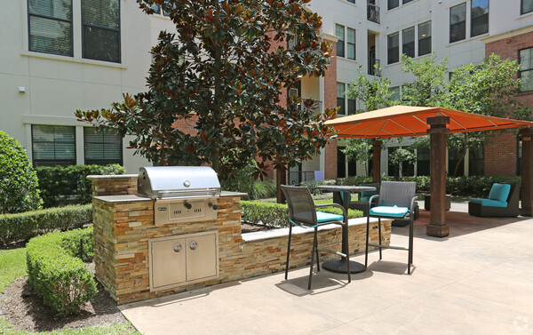 grill area at Braeswood Place Apartments