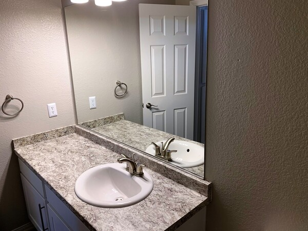 bathroom at Fireskye Apartments