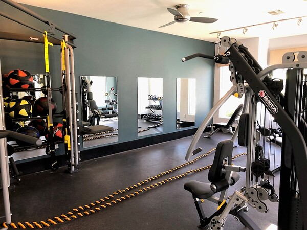 fitness center at Fireskye Apartments