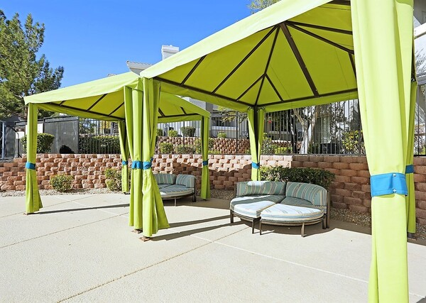 patio at Fireskye Apartments