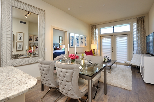 dining area at Broadstone Energy Park Apartments