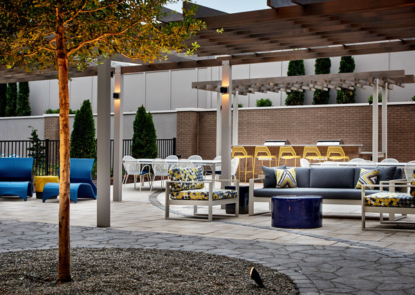 patio area at 810 Ninth Apartments