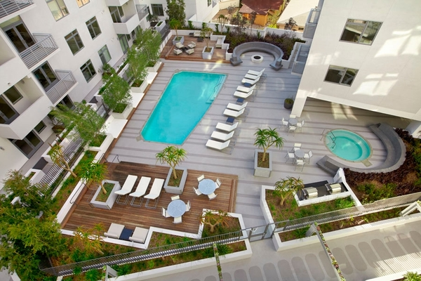 pool at The Avenue Hollywood Apartments