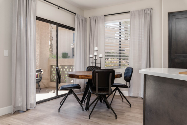 dining area at Elite North Scottsdale Apartments
