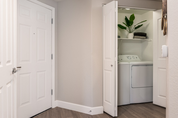 laundry room at Elite North Scottsdale Apartments