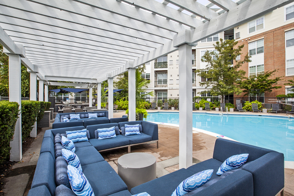 patio/pool at The Union at Lyndhurst Apartments