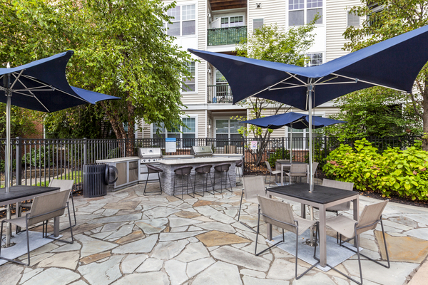 grill area at The Union at Lyndhurst Apartments