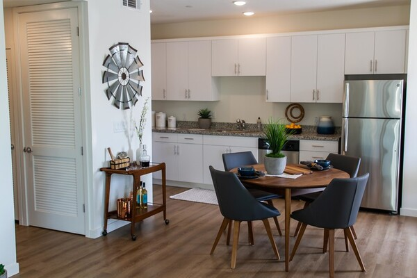 dining area at Blue Oak Apartments