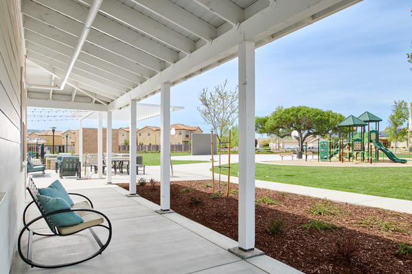 courtyard at Blue Oak Apartments