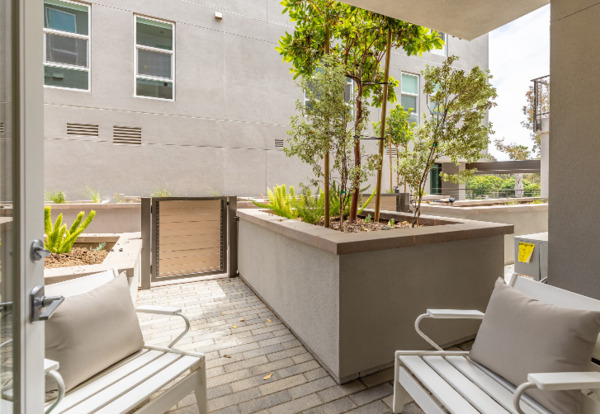 patio at Jefferson Pacific Beach Apartments
