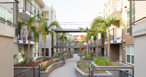 courtyard at Jefferson Pacific Beach Apartments