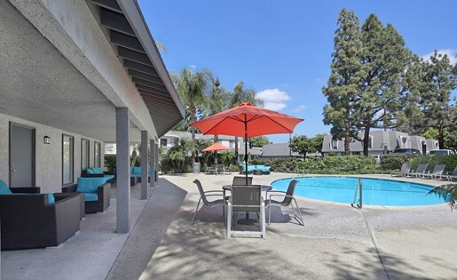 pool at Lexington Townhomes Apartments