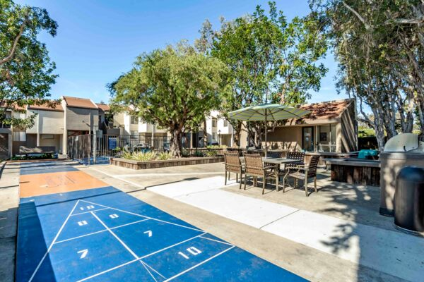 sport court at Colonnade at Fletcher Hills Apartments
