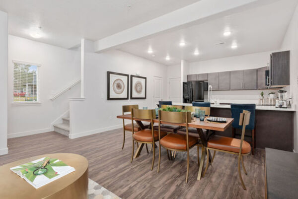 dining area at Diamond Ridge Townhomes