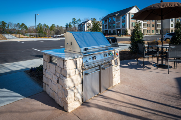 grill area at Solis Patterson Place Apartments