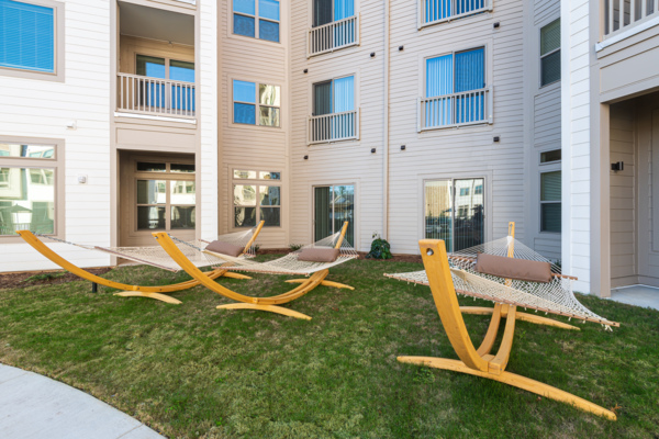 courtyard at Solis Patterson Place Apartments