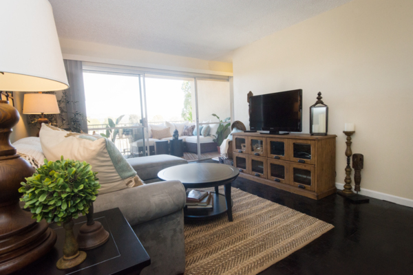 living room at Harbor Park Apartments