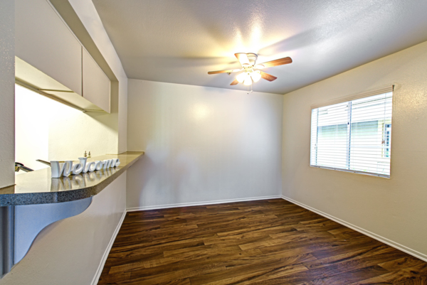 dining area at Deerwood Apartments
