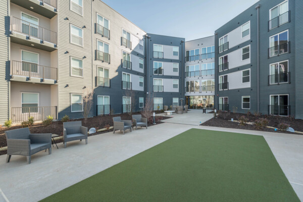 courtyard at Sunnen Station Apartments