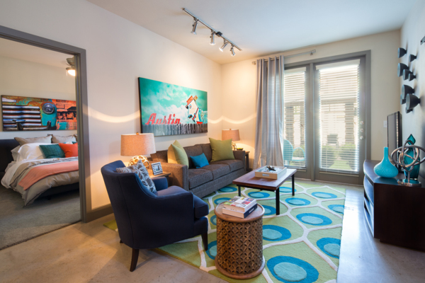 living room at Midtown Commons at Crestview Station