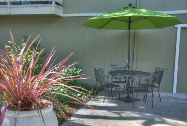 patio at Pacific Terrace West Apartments