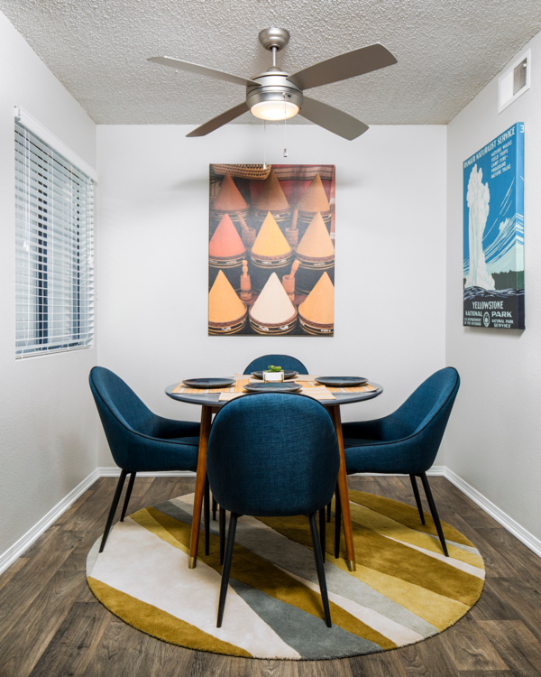 dining room at Vista at Trappers Glen Apartments