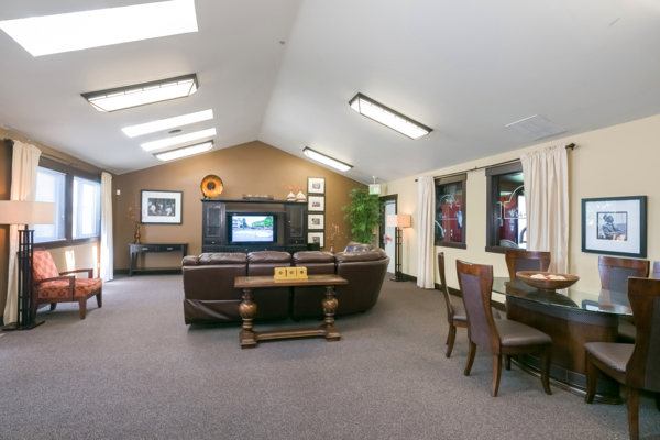 clubhouse at Silverlake Apartments