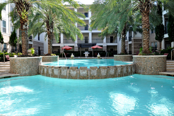 pool at Avanti Cityside Apartments