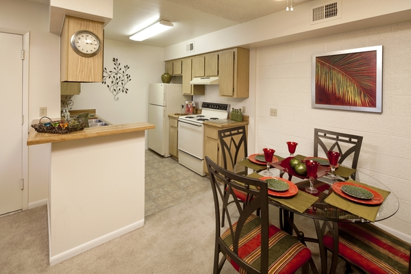 dining room at Hidden Cove Apartments