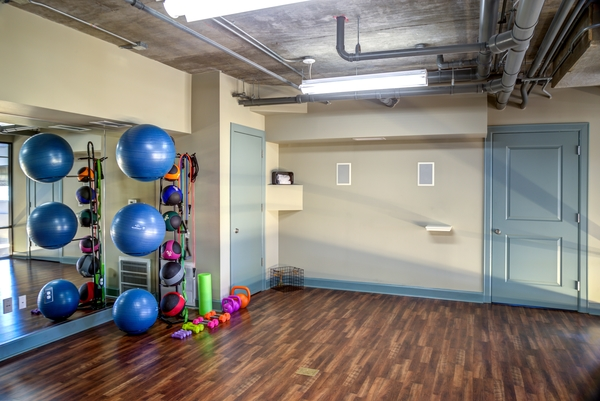 fitness center at Coldwater Luxury Apartments