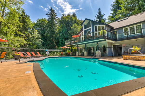 pool at Lakemont Orchard Apartment Rentals