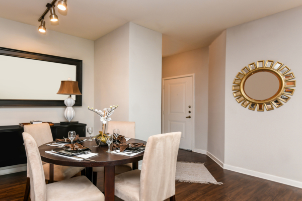 dining area at Soho Parkway Apartments