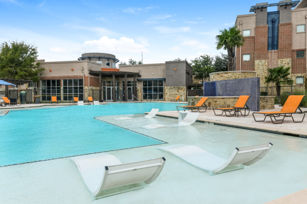pool at Soho Parkway Apartments