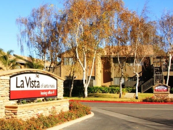 exterior at La Vista Apartments