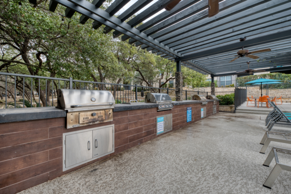 grill area at Laurel Canyon Apartments